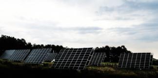 panneau-solaire-stockage-batteries